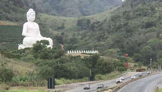 В Бразилии открыли статую Будды. Она стала выше статуи Христа в Рио-де-Жанейро