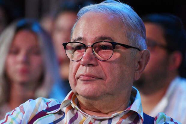 Евгений Петросян опубликовал фото подкапельницей