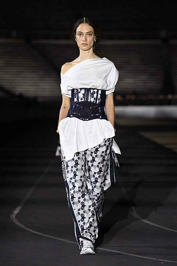 Кара Делевинь, Аня Тейлор-Джой, Миранда Керр, Катрин Денев и другие на показе Dior в Афинах