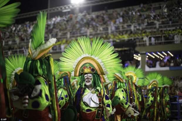 Буйство плоти, пота и блесток: Рио-де-Жанейро захватил карнавал