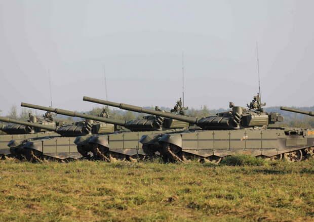 Механики-водители армейского корпуса учатся водить боевую технику в  полевых условиях