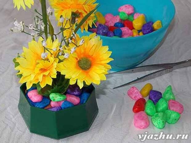 Цветочная композиция с использованием декоративных камушков