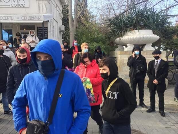После митингов в Севастополе задержали 11 студентов