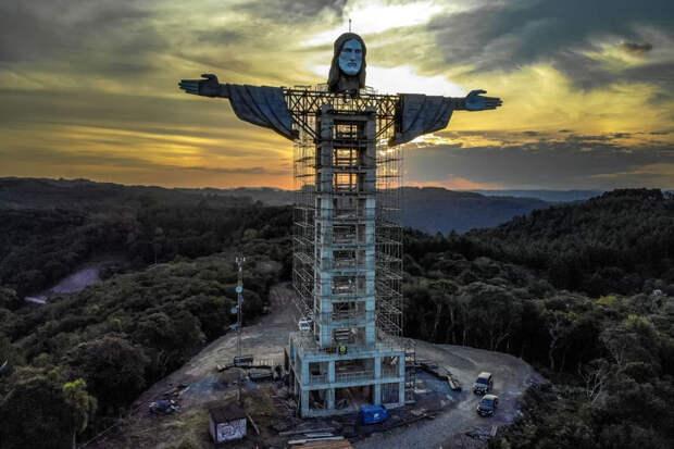 Новую гигантскую статую Христа возводят в Бразилии