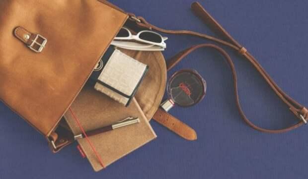 Эксперт Роспотребнадзора объяснил, почему кожаные сумки могут быть опасны