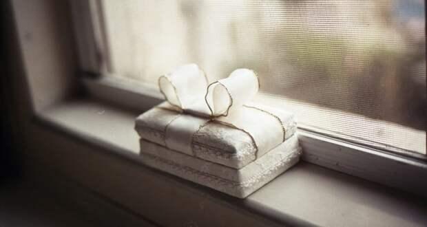 Ученые раскрыли секрет упаковки подарков: чем она хуже, тем приятнее получателю