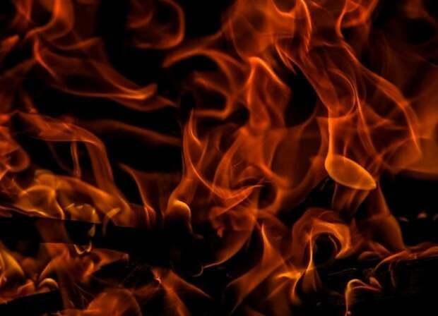 В жилом доме на северо-востоке Москвы после взрыва начался пожар
