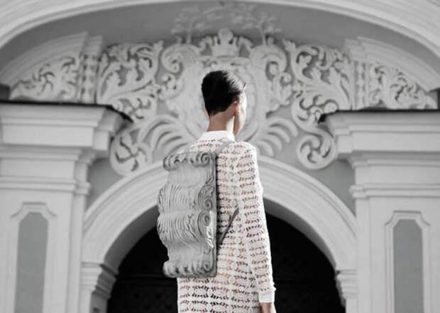 Дизайнер из Украины Константин Кофта (Konstantin KOFTA) выпустил коллекцию шикарных кожаных сумок и рюкзаков в стиле барокко.