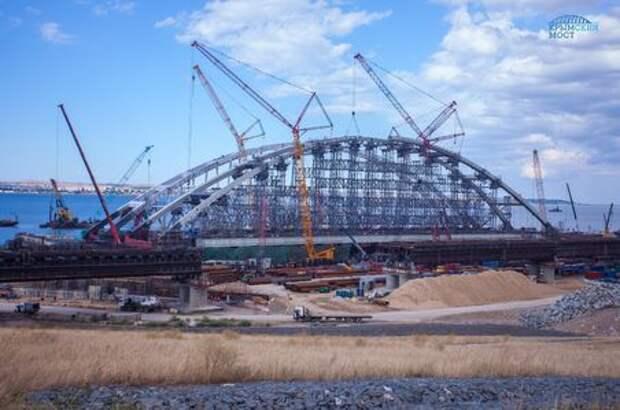 Строители завершили сборку автодорожной арки Крымского моста