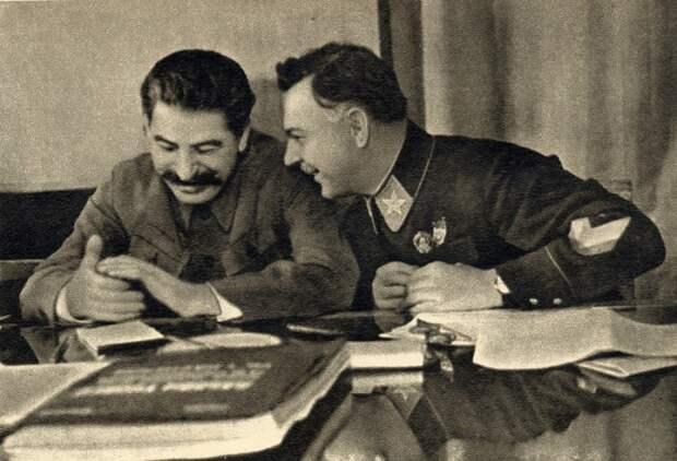 Сталин и Ворошилов. СССР, 1935 год.