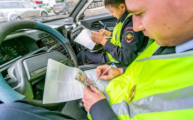 Забирать права без суда и следствия: сотрудникам ГИБДД расширят полномочия