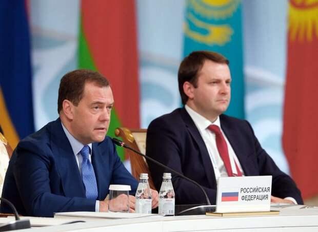Медведев: Экономика России растёт третий год, но граждане этого не ощущают