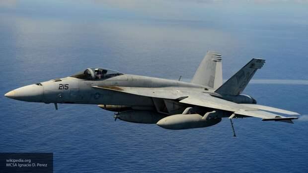 Топливный бак отвалился во время взлета от истребителя F/A-18E ВВС США