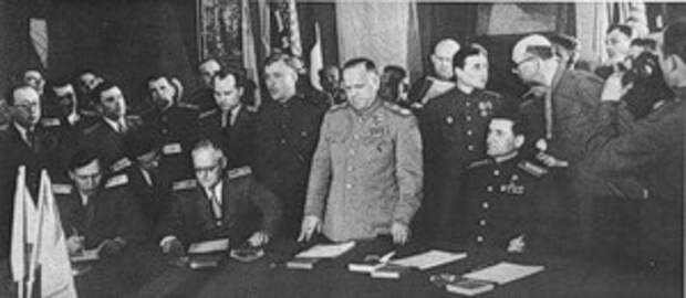 Фотобиография маршала победы Георгия Константиновича Жукова.