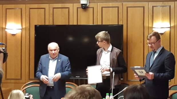 Школьника из Лосинки наградили в Государственной Думе России