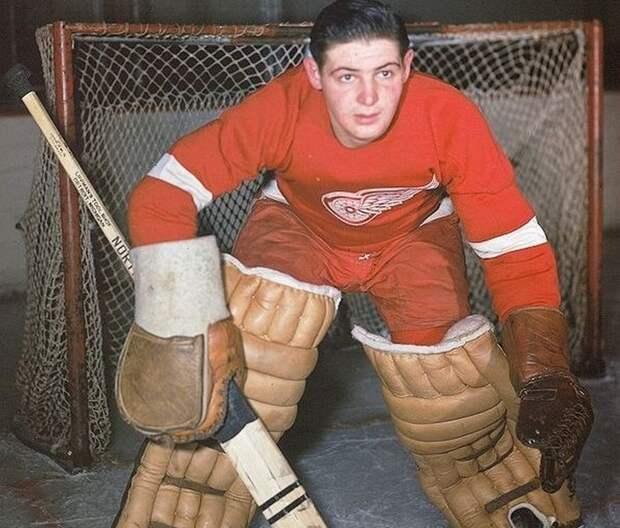 Савчак в начале карьеры. футбол, хоккей.