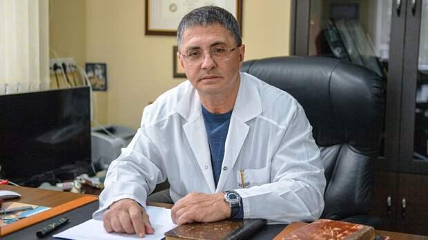 «На улице заразиться коронавирусом практически невозможно». Доктор Мясников — о майских праздниках