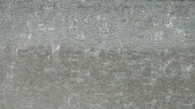 Жильцы мордовской пятиэтажки каждый ливень вынуждены терпеть «водопад» в подъезде