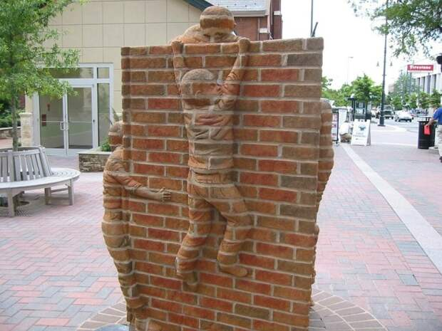 С таким декором точно не стоит сомневаться в возможностях кирпича. /Фото: c1.staticflickr.com