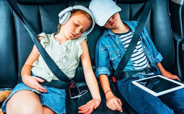 Чем занимаются дети в машине — ученые выяснили