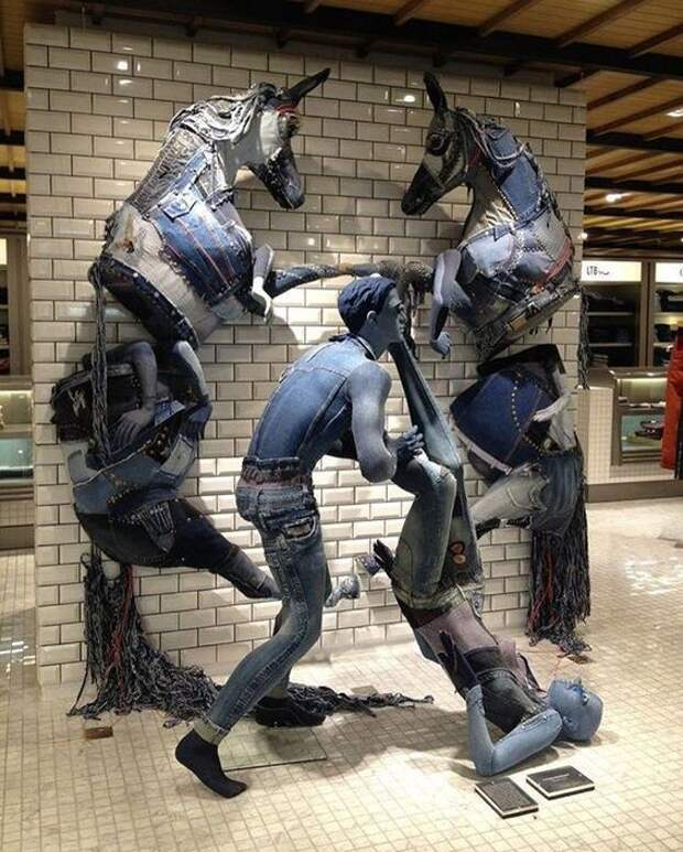 Джинсовая скульптура