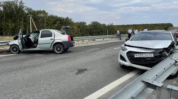 На трассе «Таврида» из-за стоящего на дороге автомобиля произошло массовое ДТП