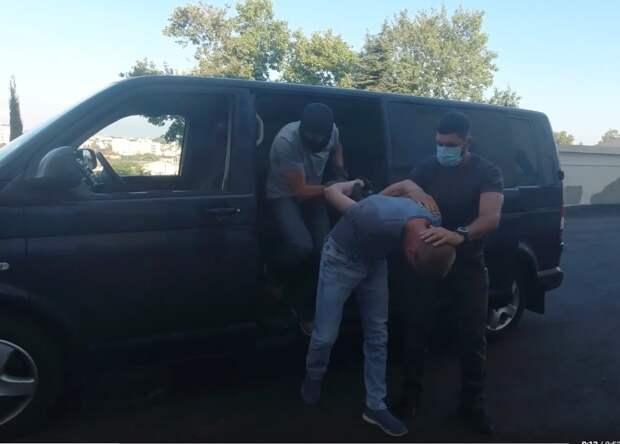 ФСБ обнародовала видео задержания военнослужащего ЧФ, шпионившего на украинскую разведку