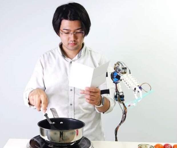 В Японии сконструировали для человека «третью руку»