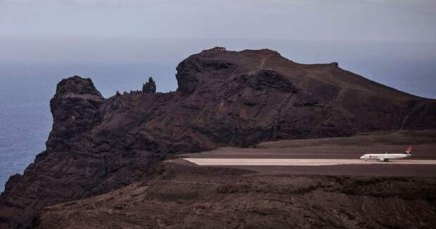 На острове, где умер Наполеон, простаивает самый бесполезный в мире аэропорт
