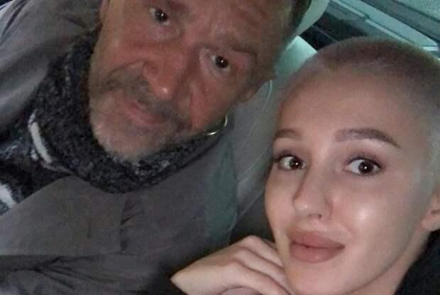 Шнуров засветился в ЗАГСе с эффектной блондинкой (ФОТО, ВИДЕО)