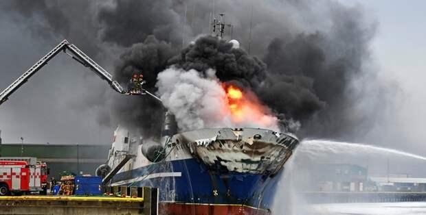 Российский траулер затонул в Норвегии после пожара