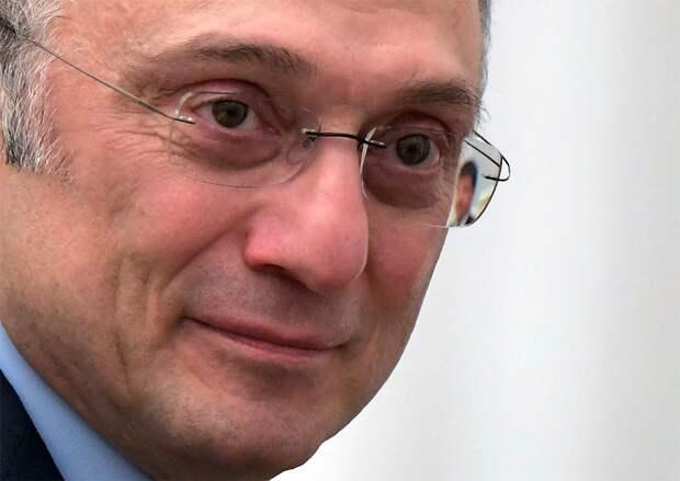 Латипов: «После ничьей с «Зенитом» Керимов зашел в раздевалку «Анжи». Ему кричат «давай-давай». Выпросили премию»