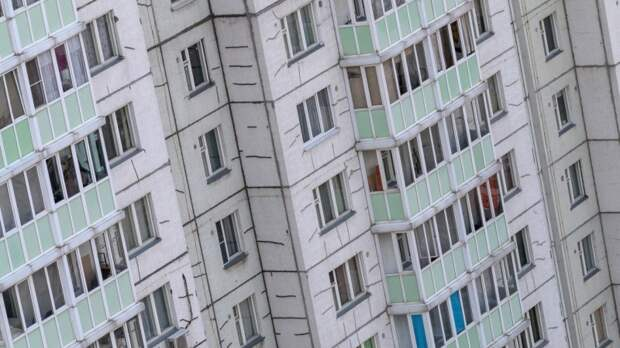 Юные возлюбленные выпали из окна девятого этажа в Калининграде