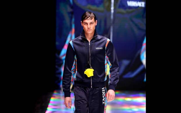 Парень с завода стал моделью Versace