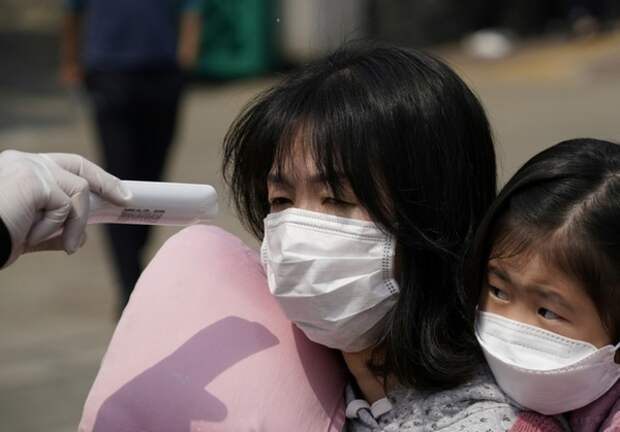 Вирусолог рассказал о возможных причинах новой вспышки COVID-19 в Китае