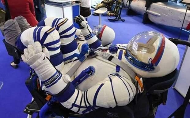 Почему мужчины-космонавты справляют нужду на колесо автобуса перед вылетом
