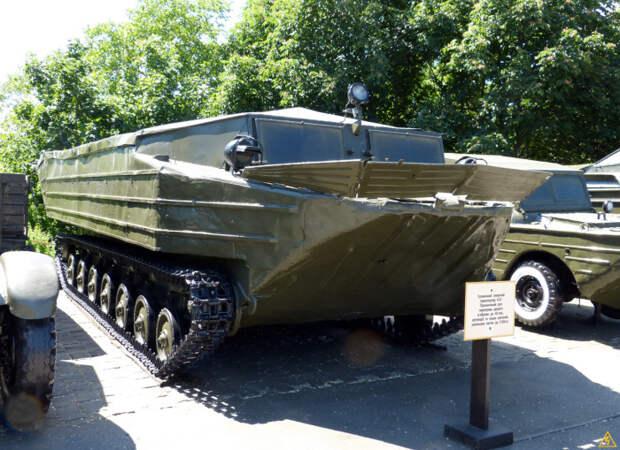Гусеничный транспортер-амфибия К-61.   Фото: interesniy-kiev.livejournal.com.