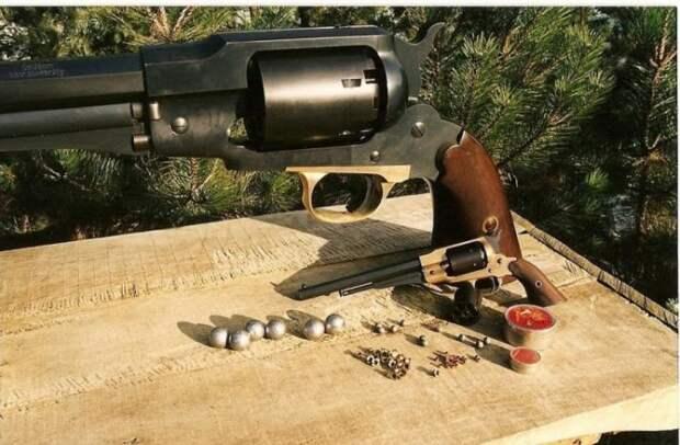 Такой пистолет ковбою в штаны не засунуть (9 фото)