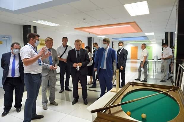 Глава Адыгеи и директор ВДЦ «Орлёнок» встретились с талантливыми школьниками