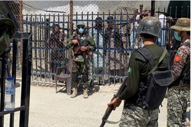 Британский спецназ бежал из Афганистана в женских платьях