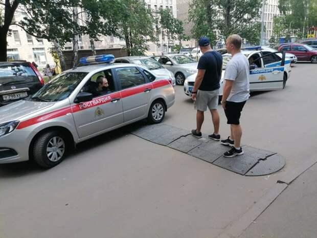 На улице Берзарина произошла драка между собутыльниками