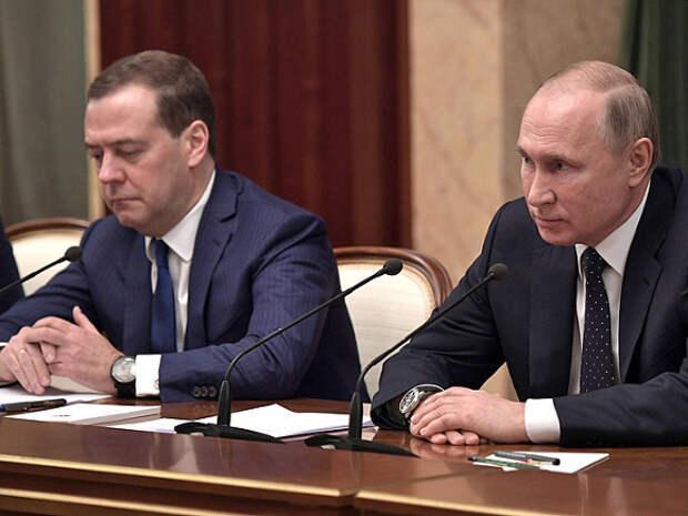 Эксперт: Путину может быть удобно принести правительство в жертву народу