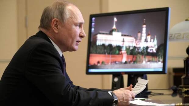 Путин призвал защитить минимальный доход россиян от списания по долгам