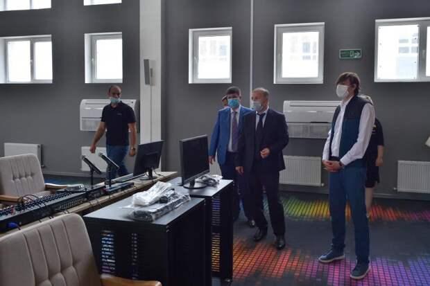 Министр просвещения РФ и глава Адыгеи проверили готовность к открытию новой школы в Майкопе