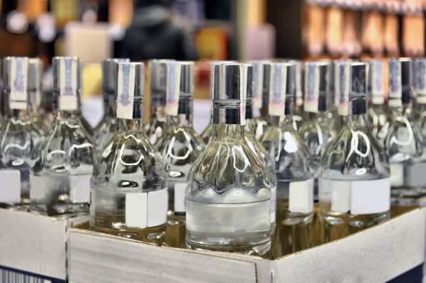 Водка против коронавируса: польские власти рассказали куда пустят конфискованную водку