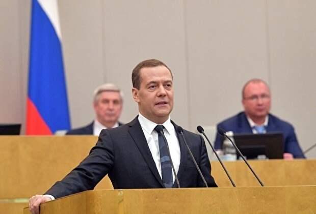 Дмитрий Медведев признал, что многим россиянам трудно, «а некоторые просто выживают»