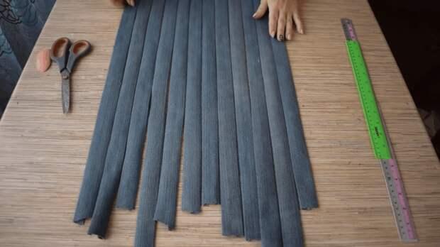 Практичная и симпатичная вещица из старых джинсов без единого шва