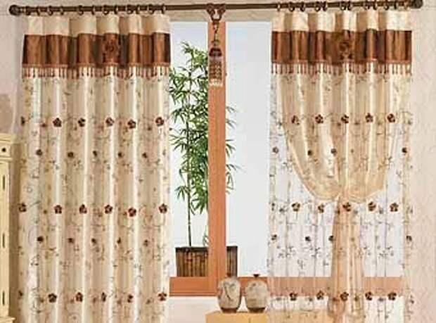нежные классические шторы на дверной проем