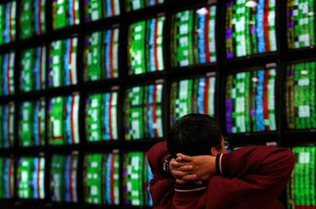 A man looks at stock market monitors in Taipei January 22, 2008. REUTERS/Nicky Loh