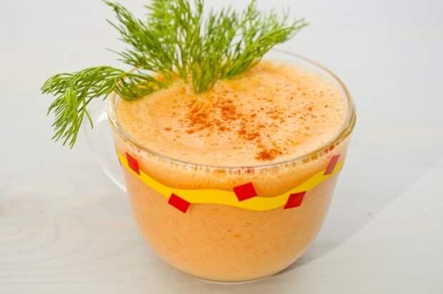 Коктейль с похмелья – овощной смузи с острым перцем и греческим йогуртом